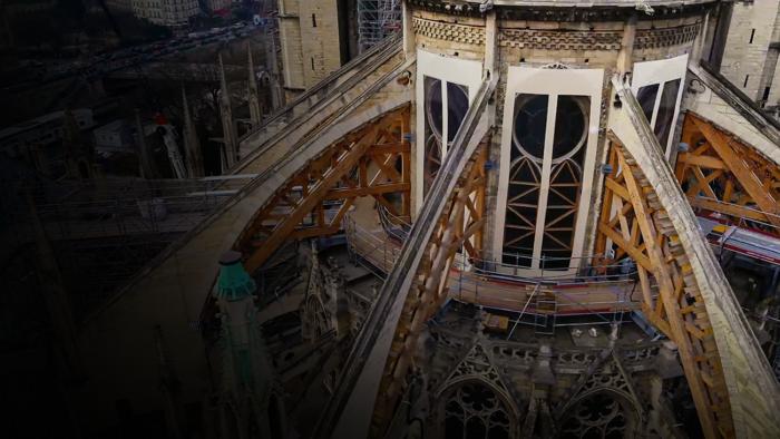 Salvar Notre Dame (Imagem: Divulgação/Disney)