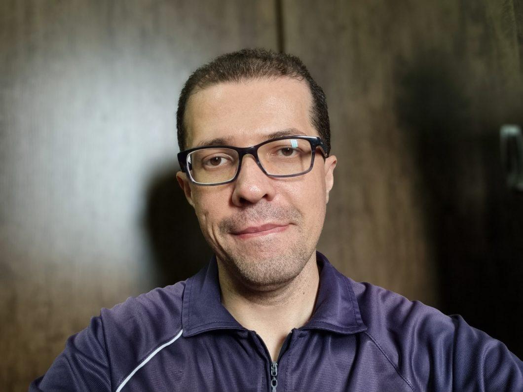 Modo retrato com a câmera frontal (imagem: Emerson Alecrim/Tecnoblog)