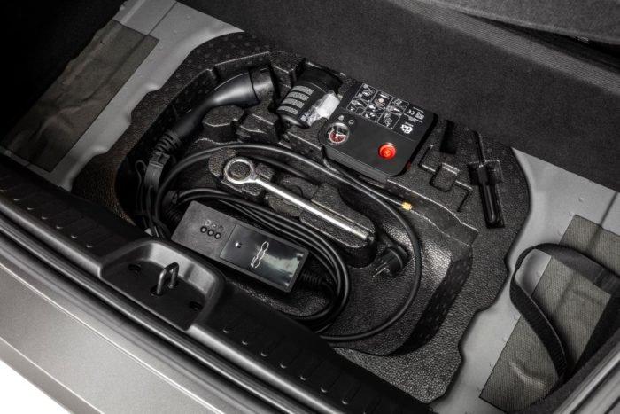 Cabo carregador do Fiat 500e se conecta à tomadas comuns