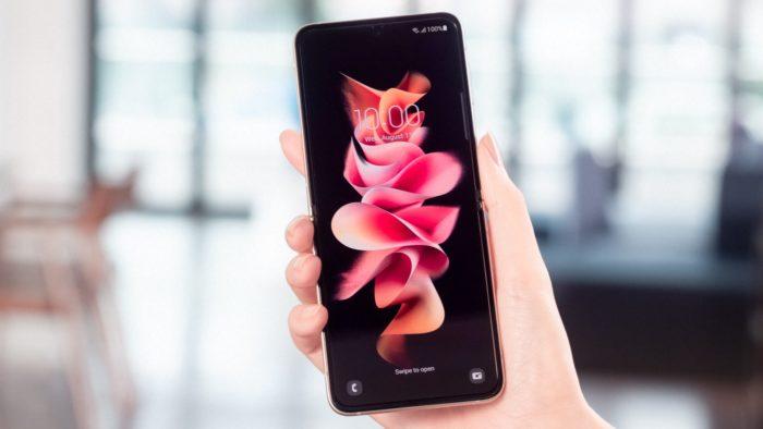 Galaxy Z Flip 3 aberto (Imagem: Divulgação / Samsung)